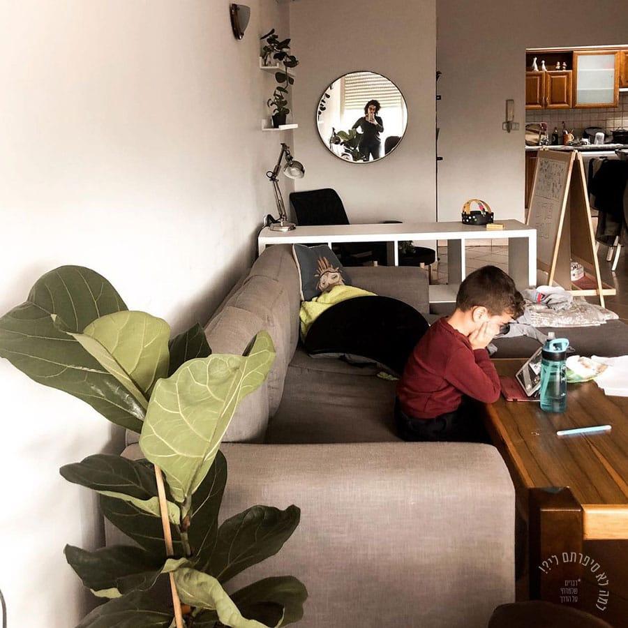 ילד משועמם בקורונה, ממש שניה לפני שהכל התחיל